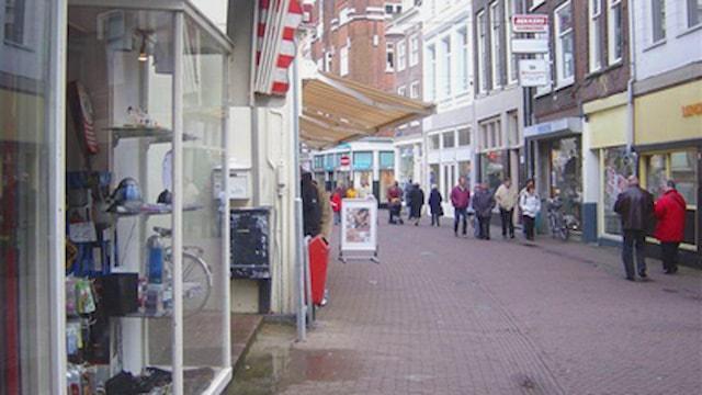 Voorstraat rechts van winkel