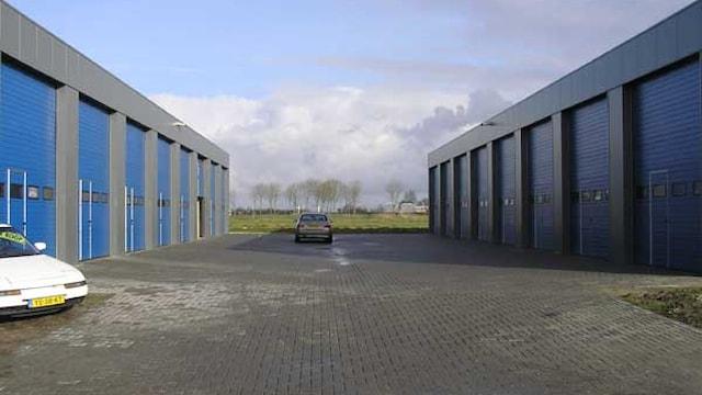 Twee gebouwen (binnenzijde)
