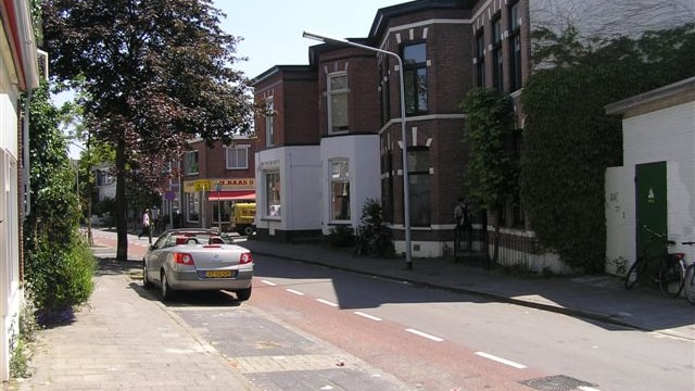 Overzicht van de straat in de vertrekrichting