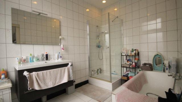 Koningin Emmakade 59 - badkamer