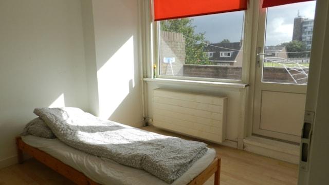 Slaapkamer achterzijde met balkon