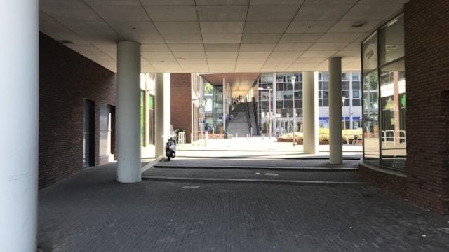 Doorgang naar winkelcentrum Bisonspoor